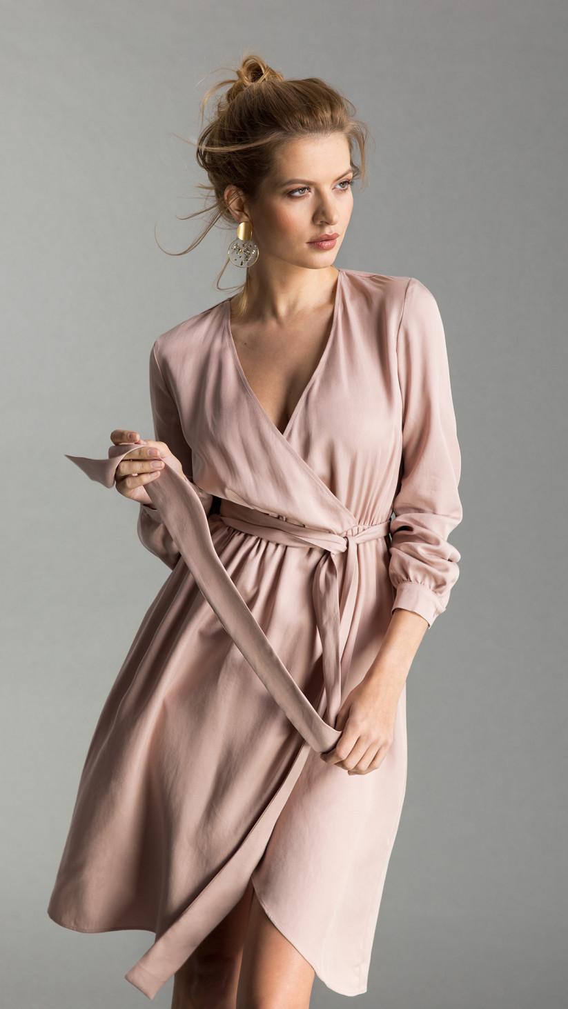 Sukienka Anethe | Pudrowy Róż | Lekka sukienka o luźnym kroju z kopertowym dołem